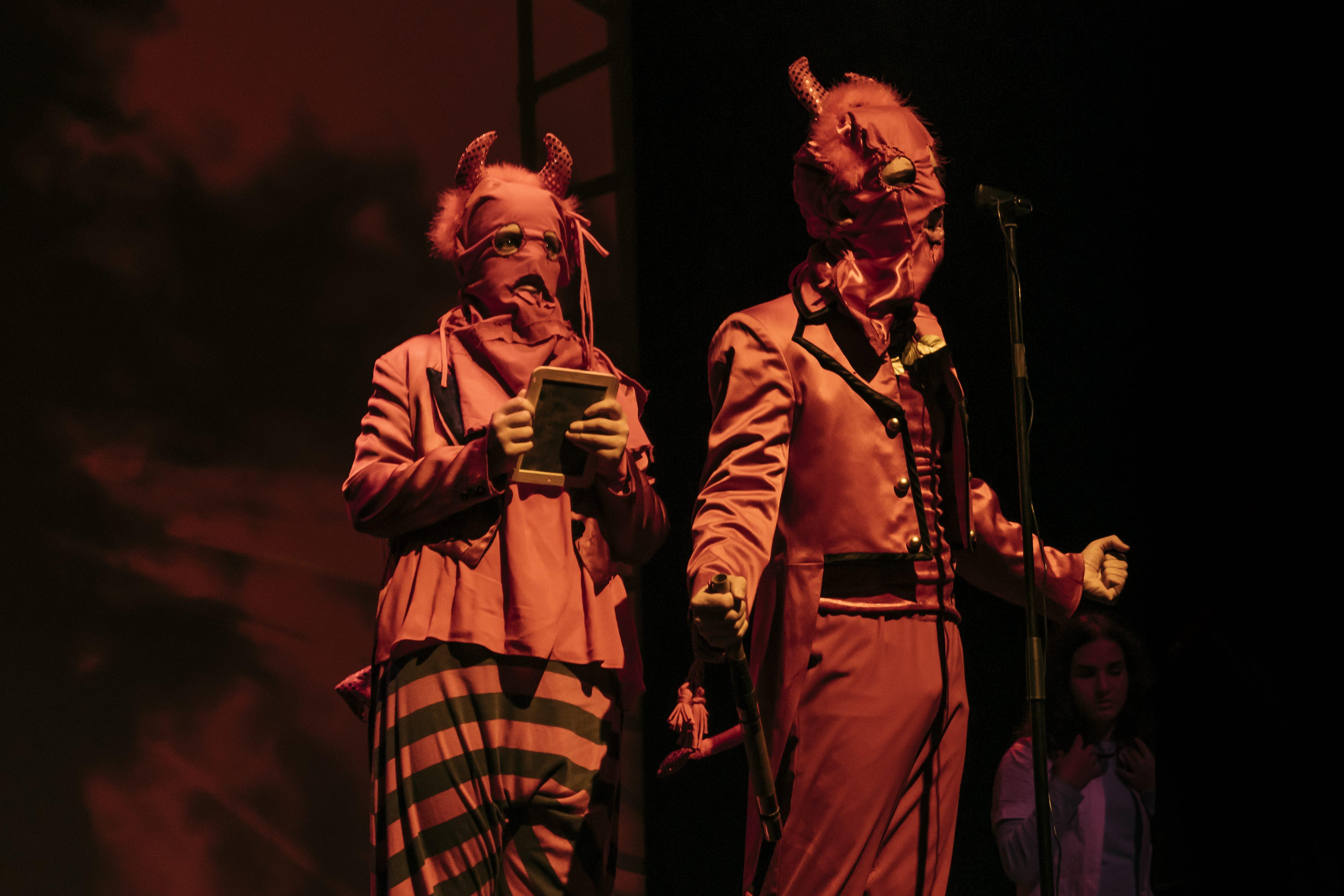 Dinato (Teresa Nunes) e Berzebu (João Terleira) (Coro do Conservatório de Música do Porto) | Fotografia de João Cruz / MPMP